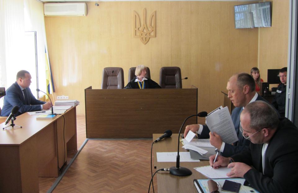 Прокурор Дмитро Таран, суддя Лариса Гольник, міський голова Олександр Мамай та адвокат Олександр Ковжога (травень 2014 року)