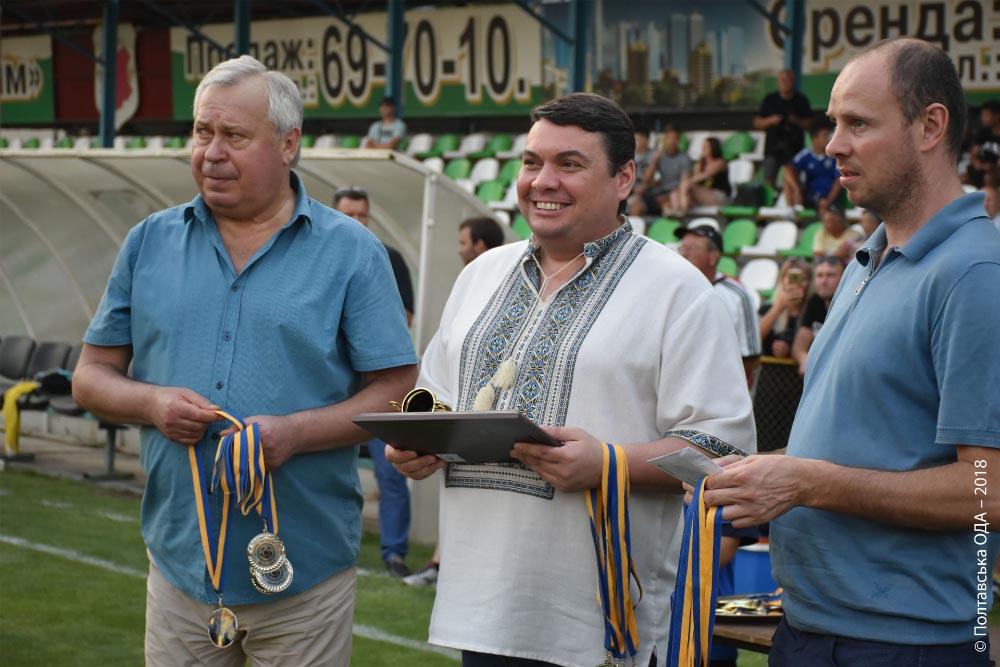 Андрій Пісоцький (посередині)