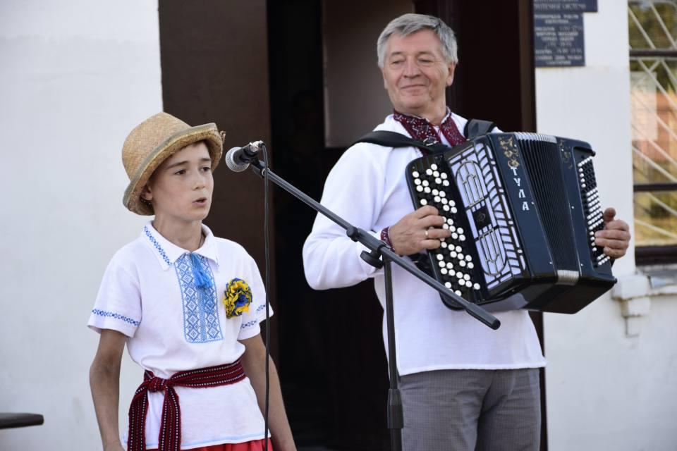 Співає Сашко Жадан