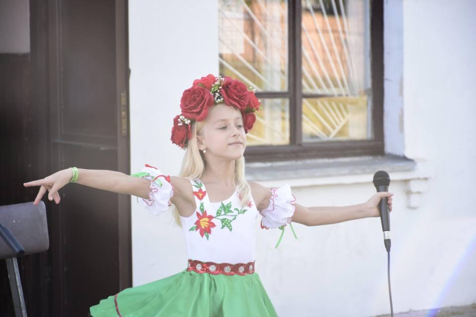 Юна співачка Діана Кудря
