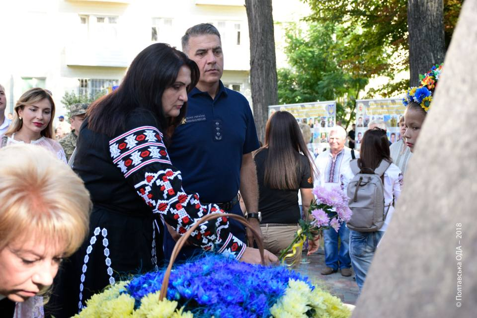 Покладання квітів до пам ятника гетьману Івану Мазепі