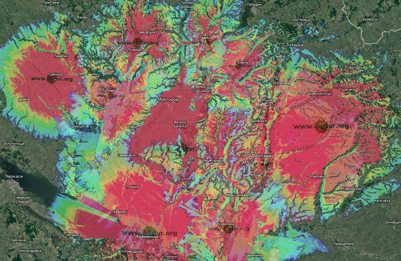 Покриття цифрого ТБ-сигналу на території Полтавської області (червоний колір — є можливість приймати цифровий сигнал на кімнатні антени, синій колір — це потрібні «польські» антени із підсилювачем)