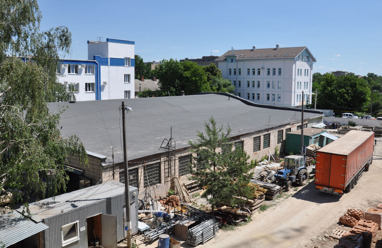 Існуючий гараж КУ «Полтавського обласного центру екстреної медичної допомоги та медицини катастроф» з оновленим дахом