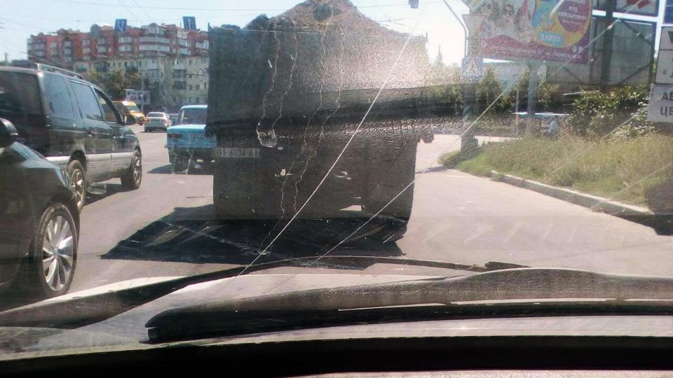 Вантажівка на вул. Зіньківській