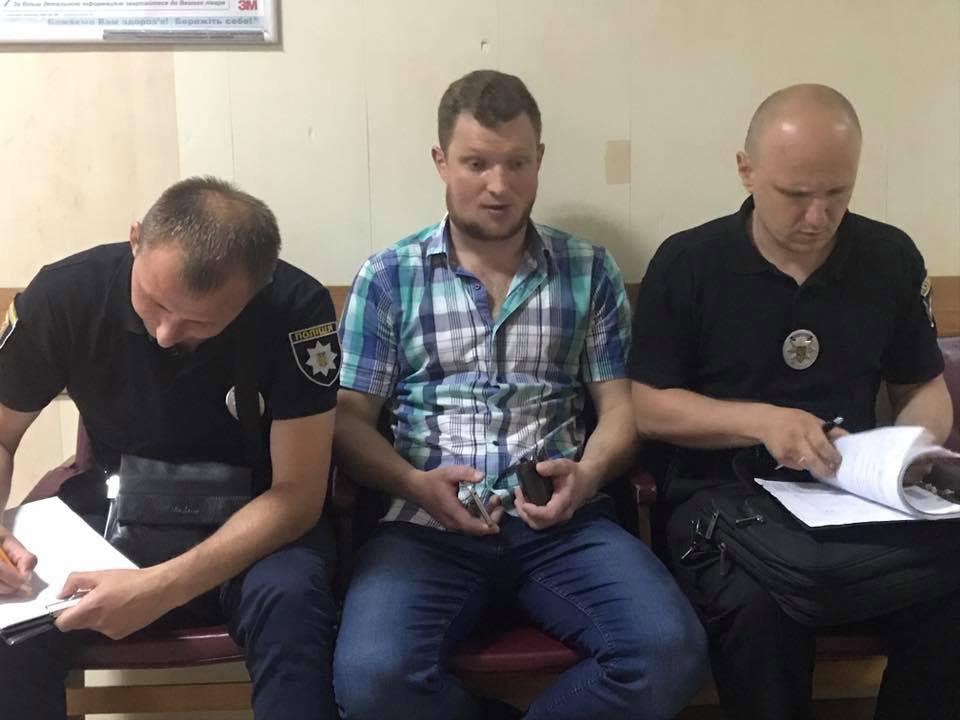 Ярослав Журавель пише заяву в поліцію