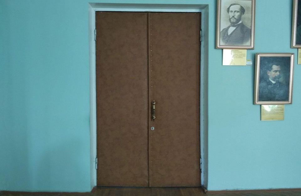 Сесійна зала виявилась передбачувано зачиненою