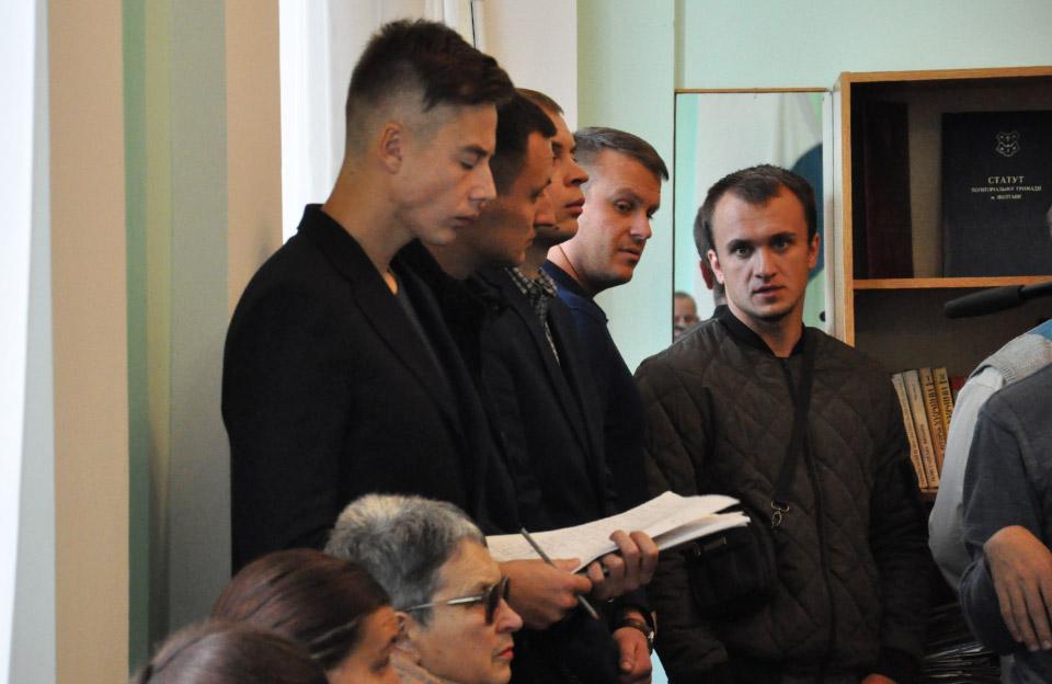 Відкликані депутати Денис Поліщук та Ярослав Мартинюк на депутатській комісії