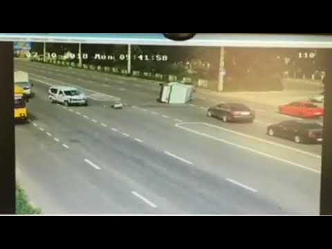 В Полтаве столкнулись полицейская машина и авто инкассаторов (2018.07.30)