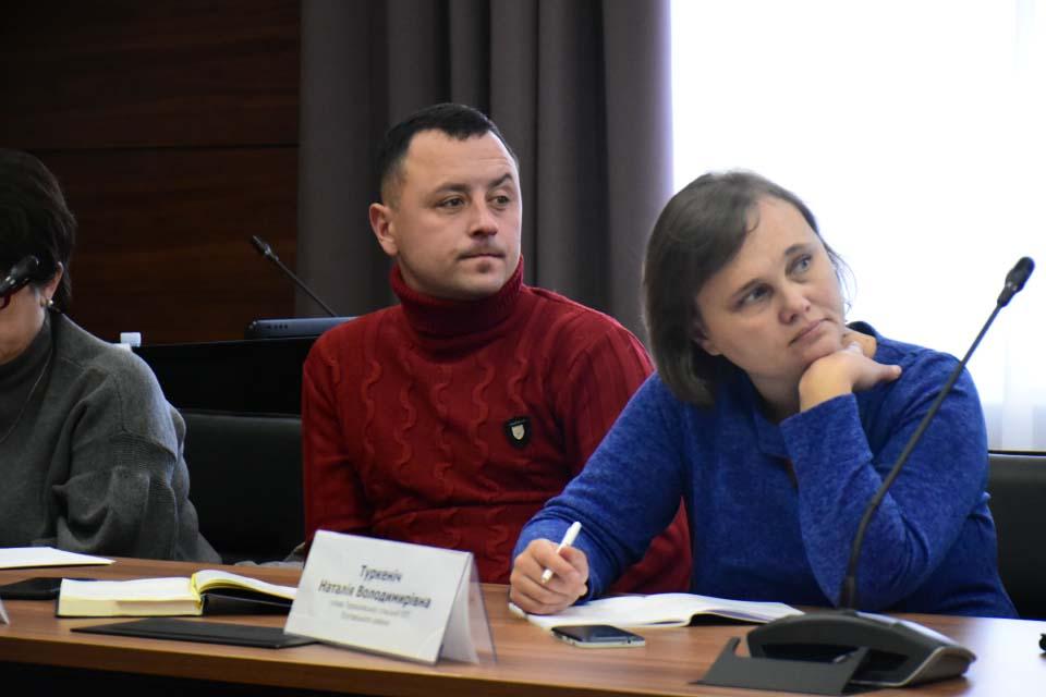 Голова Коломацької ОТГ Євген Почечун (ліворуч) на засіданні колегії