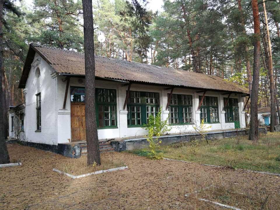 Будівля колишнього дитячого табору «Космічний»
