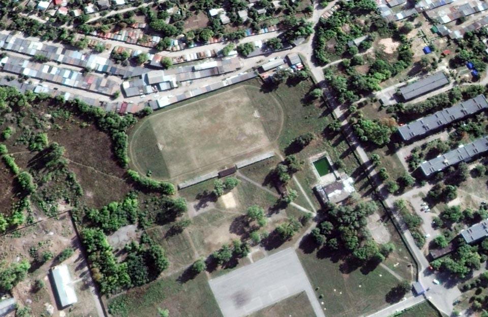 Покинуті спортивні споруди на території військової частини в авіамістечку