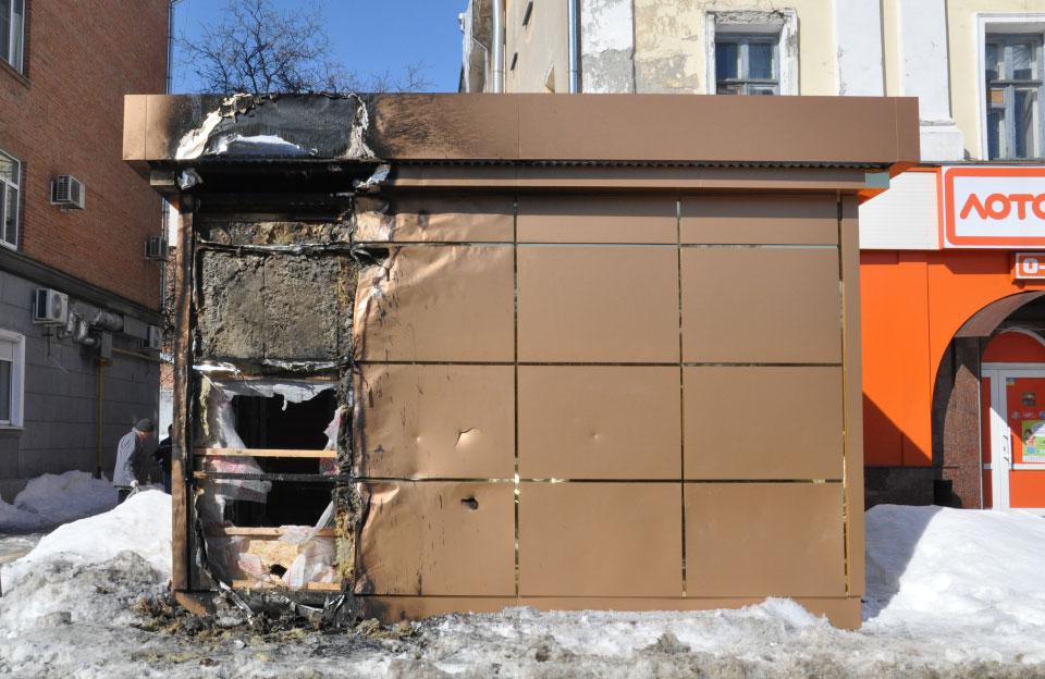 Киоск Дрозд после четвертой хулиганской атаки (март 2018 года)