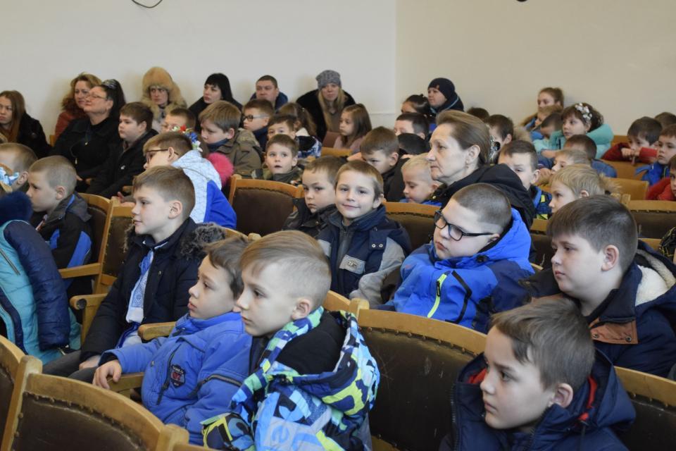 Гості на відкритті спортзалу в Розсошенському НВК