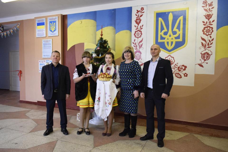 Адміністрація зустріла гостей за всіма українськими традиціями