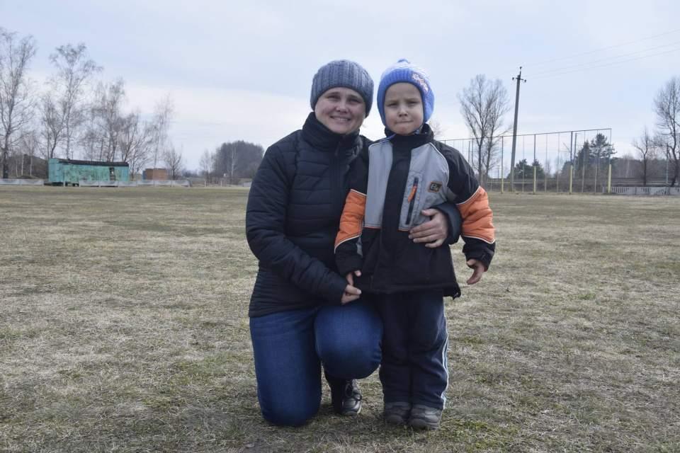 Голова Терешківської об'єднаної громади Наталія Туркенич разом із сином Дмитром
