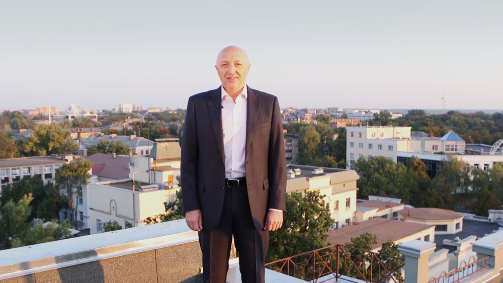 Валерій Головко на даху будинку на вул. Садовій, 3