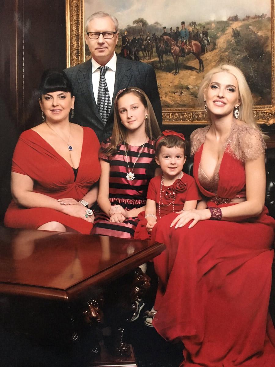 Геннадій Буткевич з родиною (Ганна Рибалка праворуч)