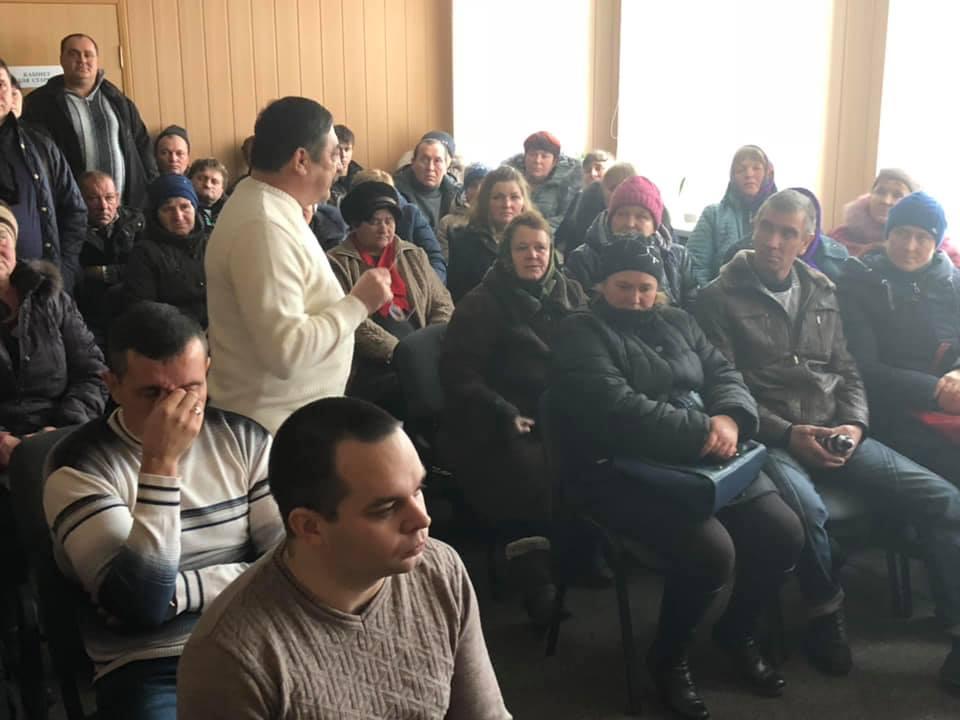 Депутат Петро Корнієнко виступає перед громадою