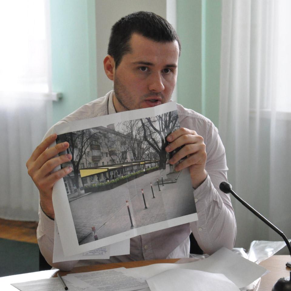 Вадим Ямщиков з ескізом майданчика «New York Street Pizza»