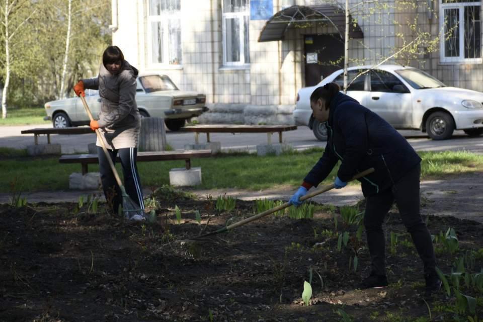 Скоро на клумбах ОТГ розквітнуть минулорічні тюльпани та свіжовисаджені троянди