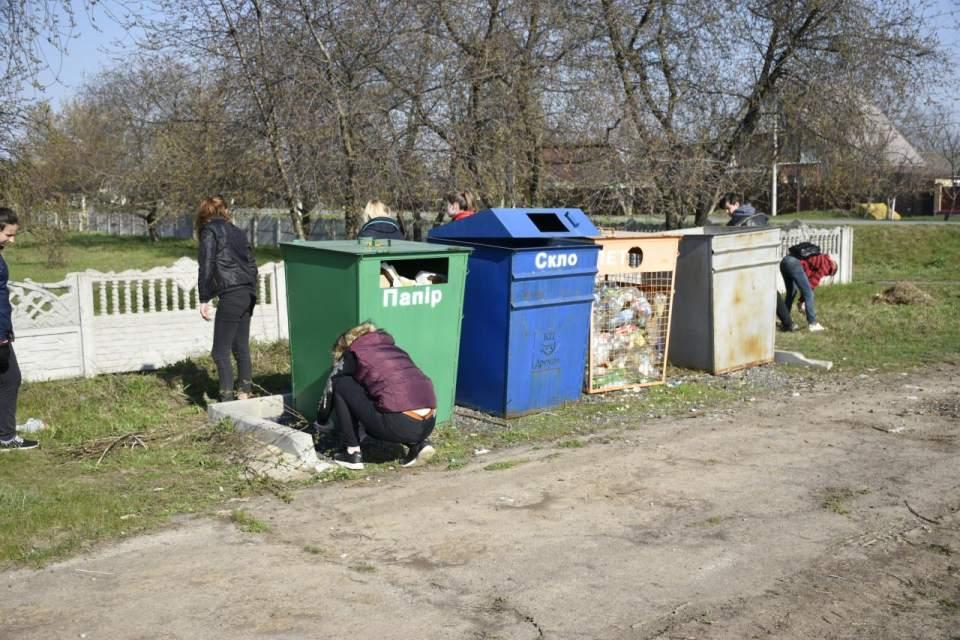 Важливо не лише сортувати побутове сміття, а й своєчасно помічати його під ногами