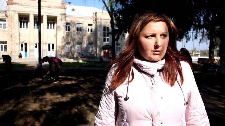 В.о. начальника гуманітарного відділу виконкому ОТГ Ольга Кішінець теж була серед прибиральників