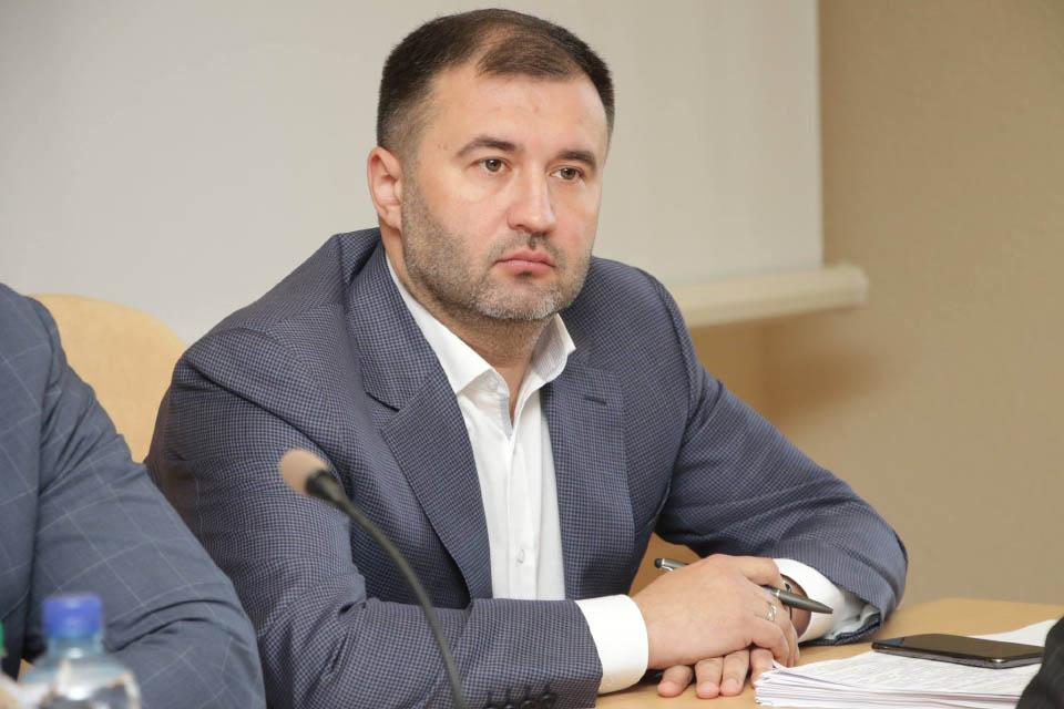 Роман Товстий