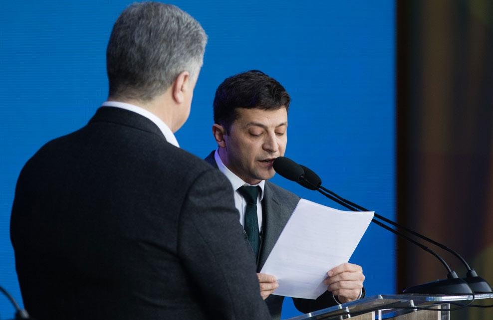 Петро Порошенко та Володимир Зеленський під час дебатів 19 квітня
