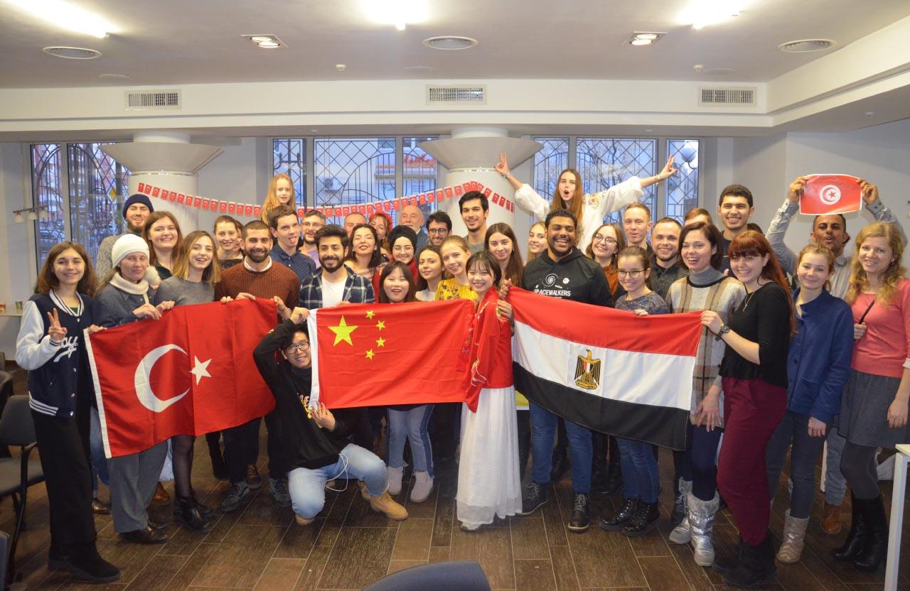 Іноземні волонтери та учасники зимових проектів