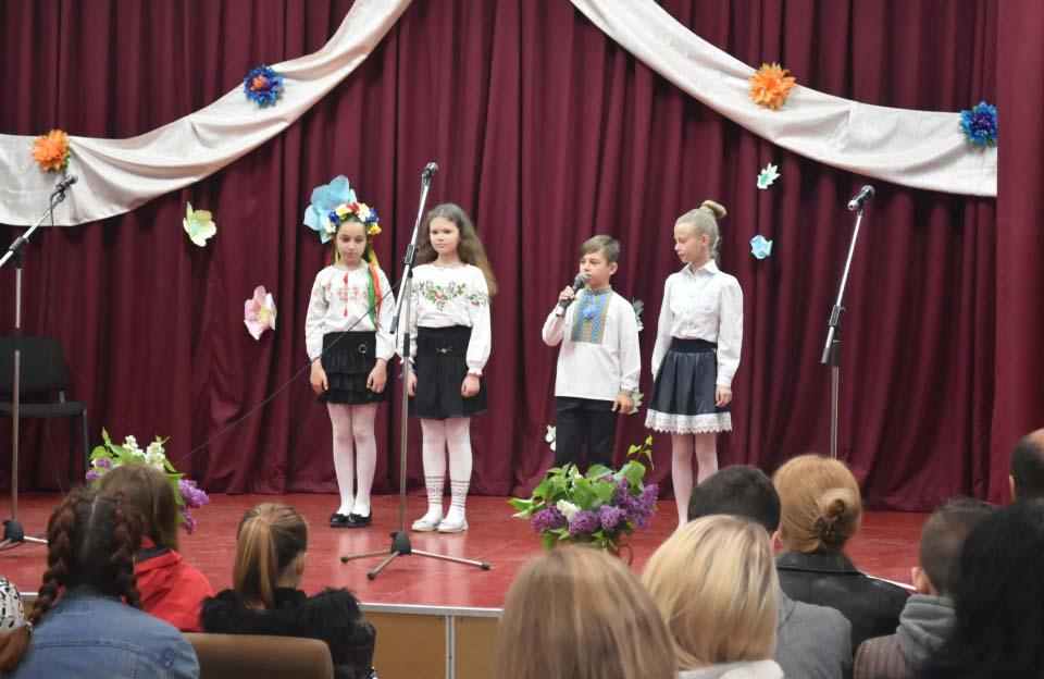 Лунали тематичні вірші від найменших учасників концерту у Щербанях
