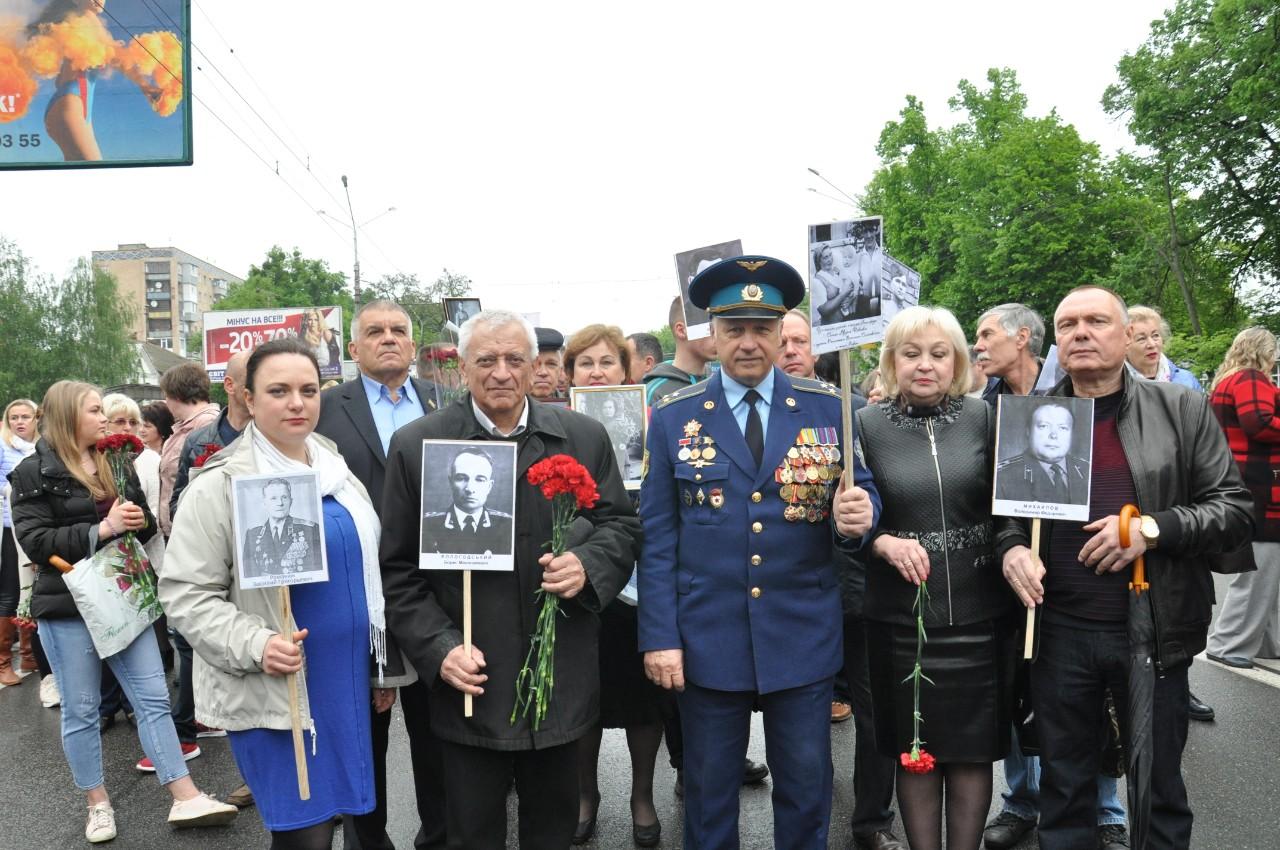 Полтавці прийшли із портретами учасників Другої світової війни.