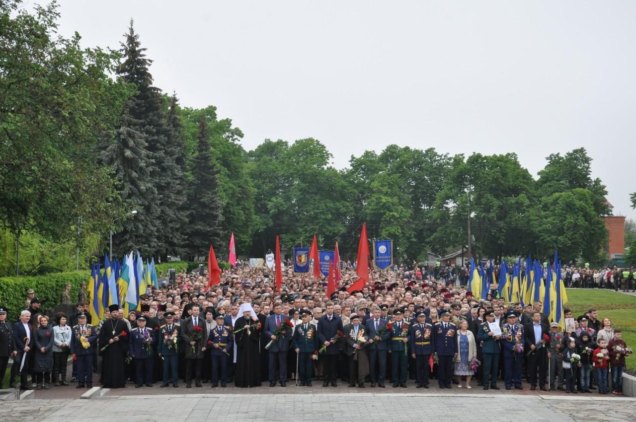Колона перед Меморіалом Солдатської Слави.