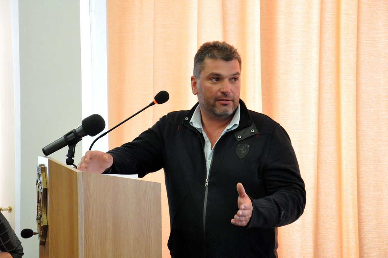 Михайло Костов