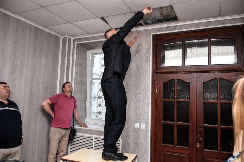 Огляд ремонту стелі