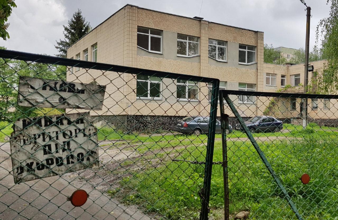 Будівля колишнього садочку на вул. Хоткевича, 9, якою володіє «Полтавтрансбуд»