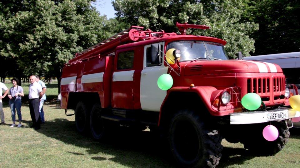 Новенька пожежна машина — перше авто в парку майбутньої пожежної бригади