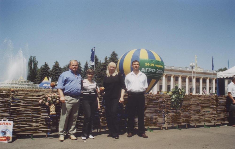 Олександр та Тетяна Подоляки (зліва)