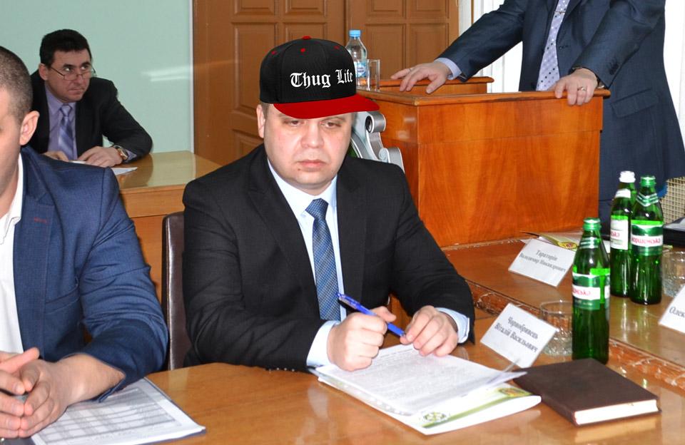 Синька чмо: замначальник налоговой в Полтаве устроил дебош с огнестрельным оружием