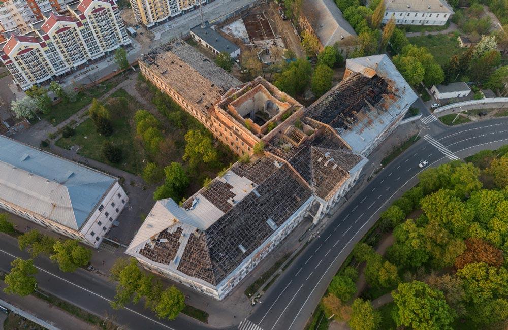 Першочергове завдання — це накрити будівлю дахом | Фото: poltavaopen.com