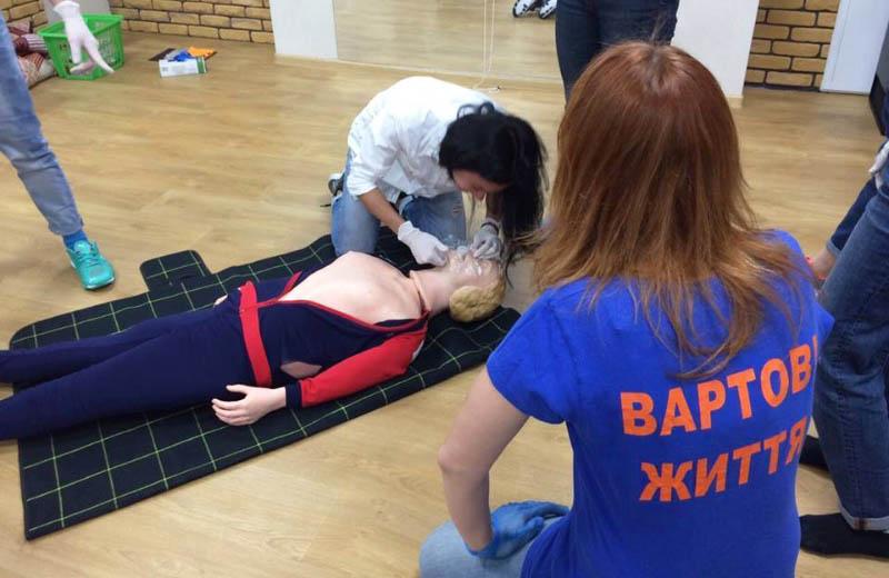 Курси з навчання невідкладній допомозі стають в Україні популярними