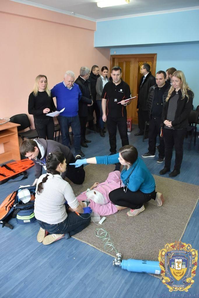 Очільниця МОЗ Уляна Супрун спотерігає за підвищенням кваліфікації медиків ЕМД на базі симуляційного центру в Тернопільському медуніверситеті