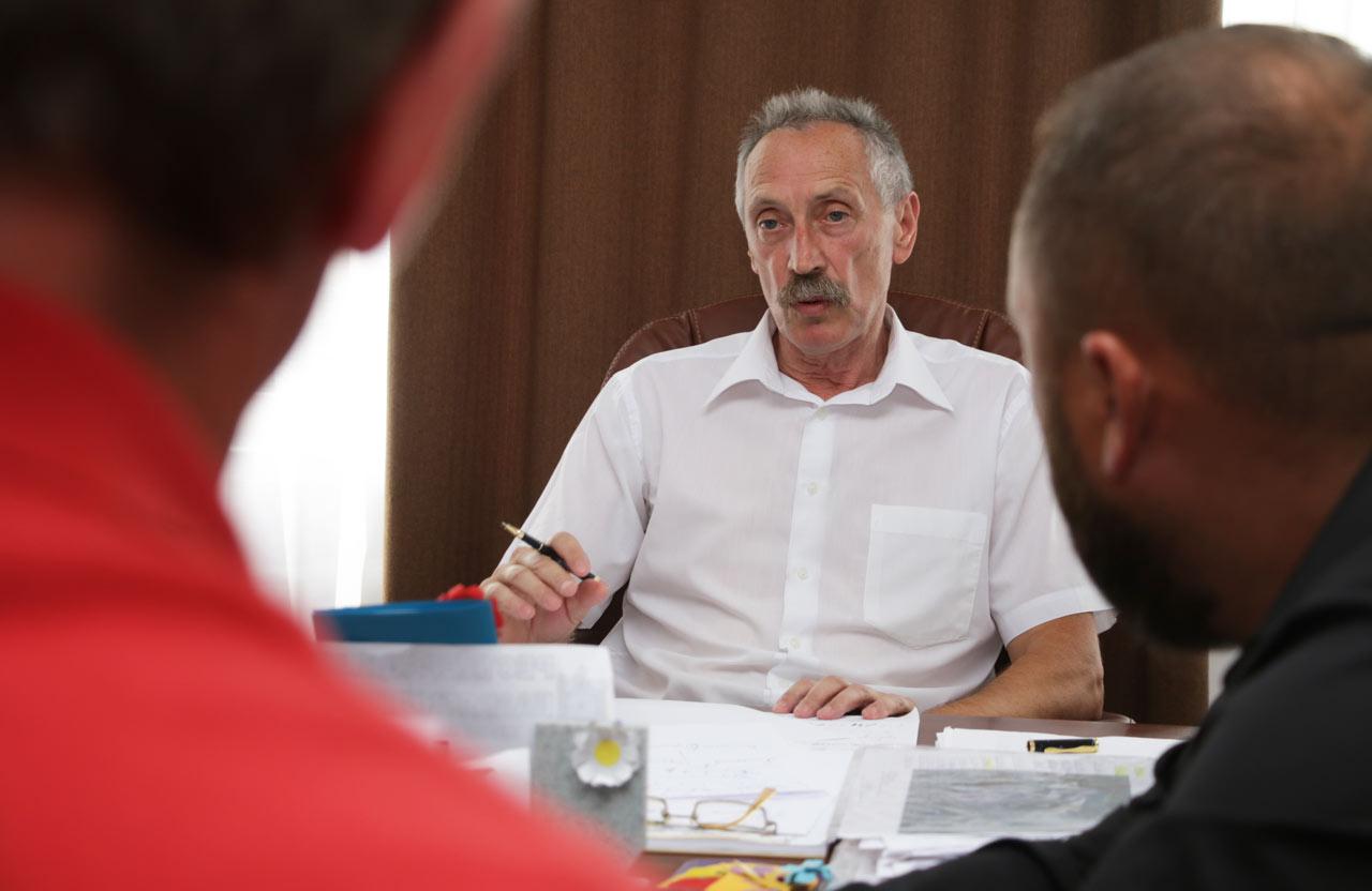 Ігор Процик із активістами та депутатами вирішують, що робити з «Онуром»