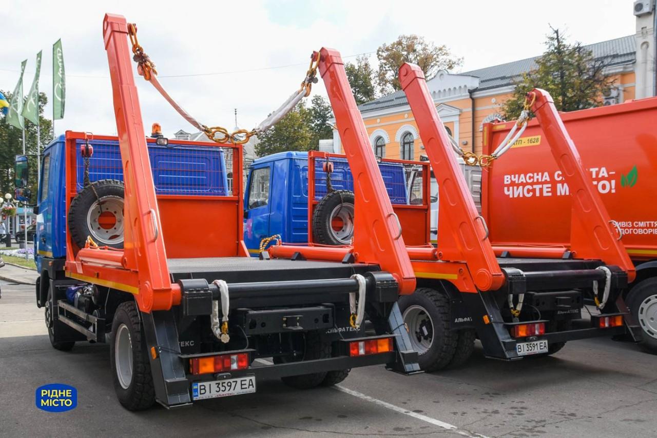 Нові портальні сміттєвози для вивезення великогабаритного сміття