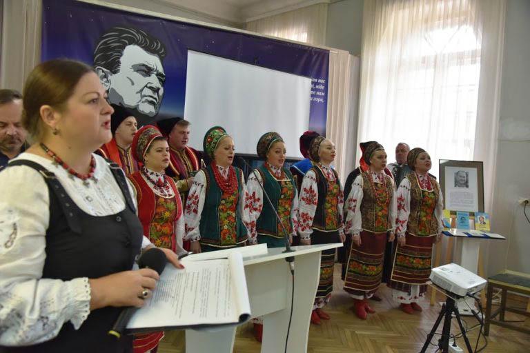 Ведуча дійства Віта Сарапин та ансамбль «Полтава»