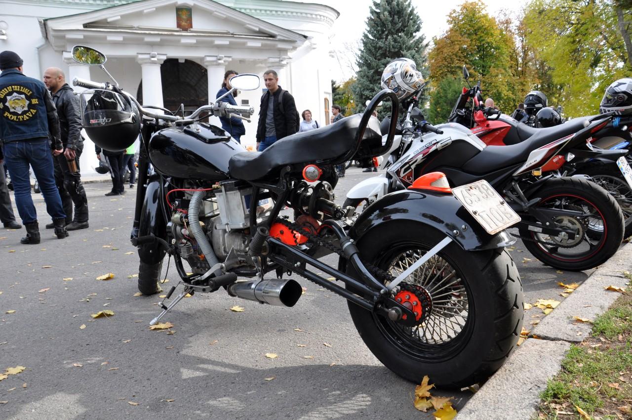 Кастомний мотоцикл. Саморобна рама, двигун з «Дніпра» на400кубів.