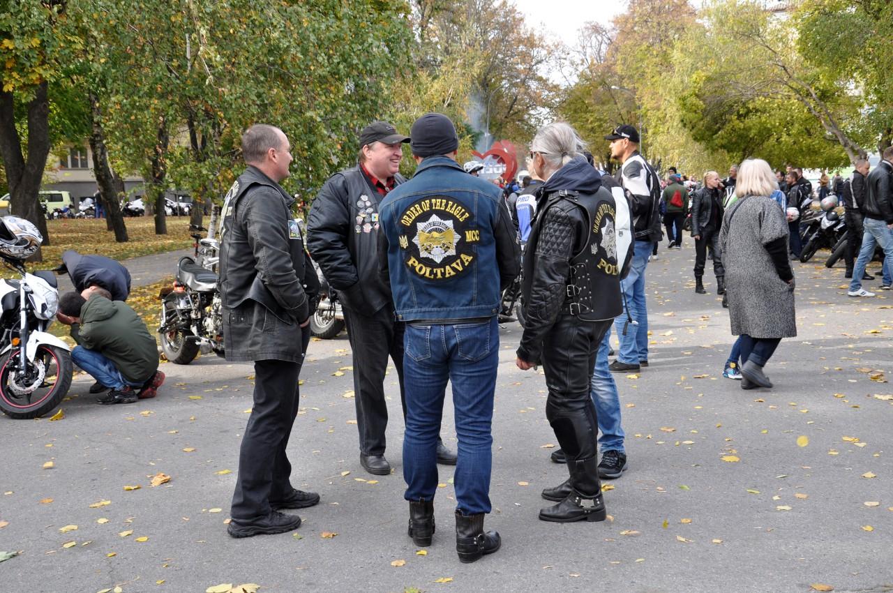Члени різних мотоклубів ізПолтави таРешетилівки.