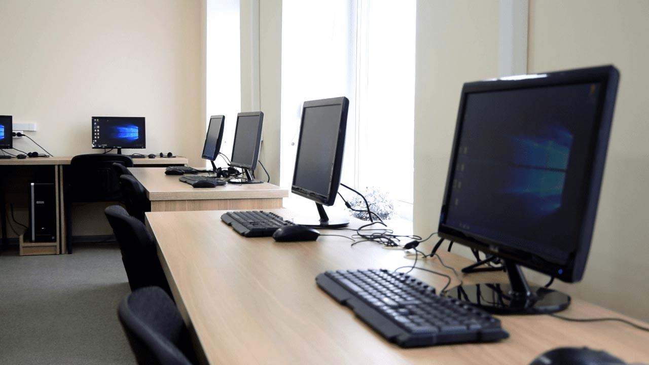 Ком'ютерний клас у Полтавському коледжі нафти і газу