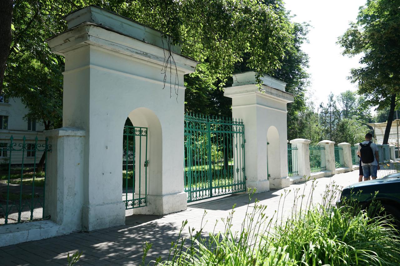 Вхідні ворота у гуртожиток
