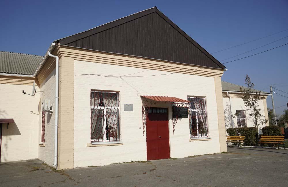 Оновлений фасад місцевого будинку культури