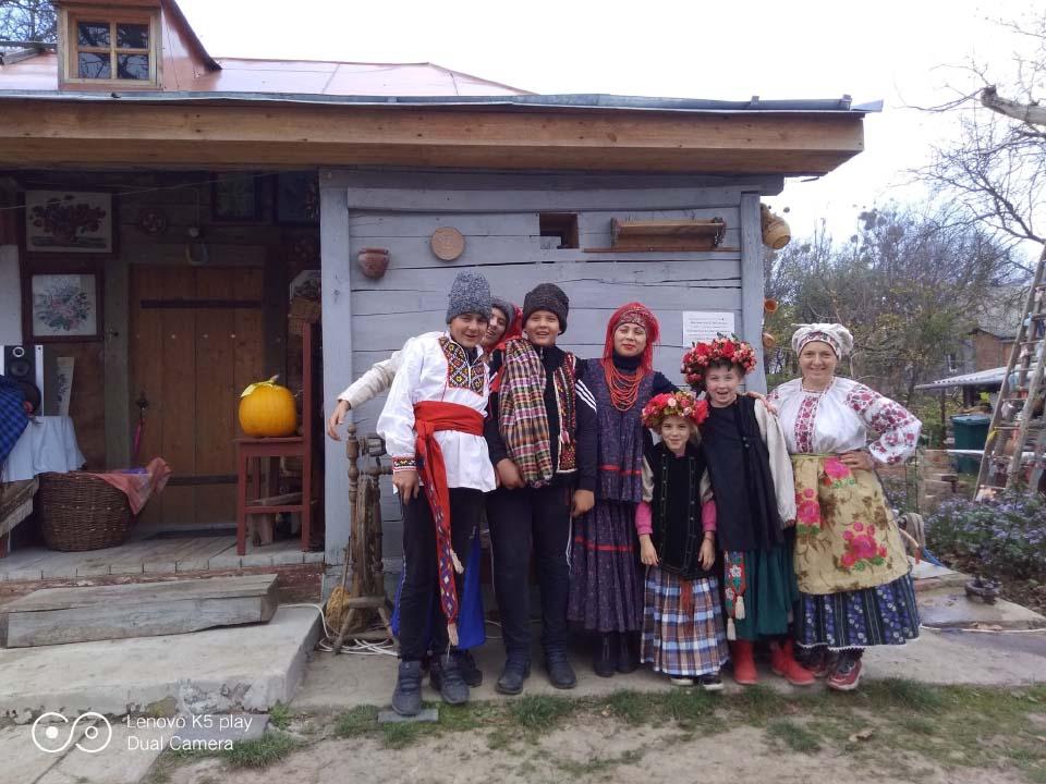 Туристи-краєзнавці Мачухівського НВК занурились в епоху минулого століття